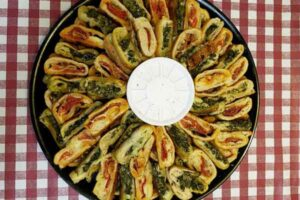 spinach rolls party tray